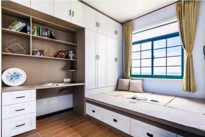 一,榻榻米床+衣柜+书架的设计