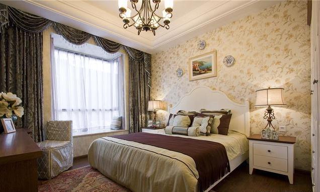 主卧,地中海的造型配上欧式风格中常见的颜色,实木家具和纯棉面料的